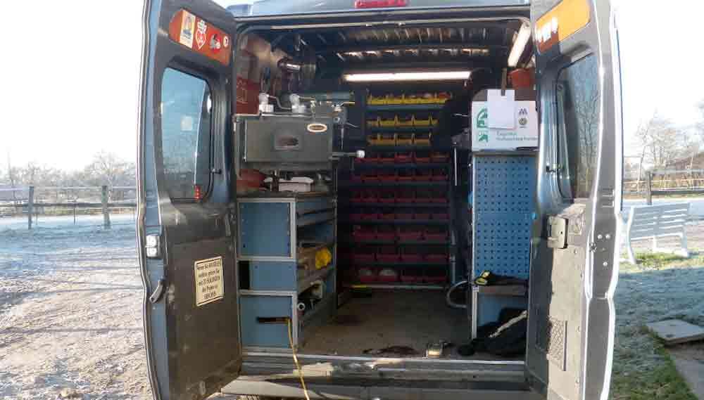 Blick in den mobilen Hufschmiedewagen