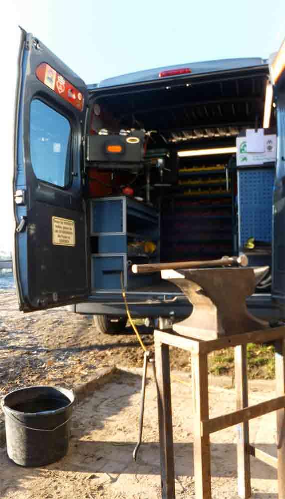 Mobiler Hufschmiedewagen